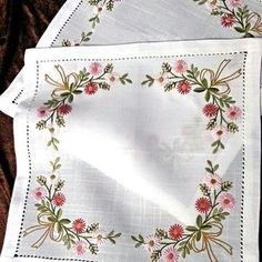 Ideas sewing machine embroidery projects stitches for 2019 Sewing Machine Embroidery, Floral Embroidery Patterns, Machine Embroidery Projects, Flower Embroidery Designs, Silk Ribbon Embroidery, Crewel Embroidery, Cross Stitch Embroidery, Brazilian Embroidery, Quilling Designs