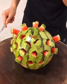 Creative ideas and hacks about fruit cutting. Diy Videos, Hacks Videos, Creative Decor, Creative Ideas, Vegan Mac And Cheese, Fruit Art, Watermelon, Easy Meals, Lunch