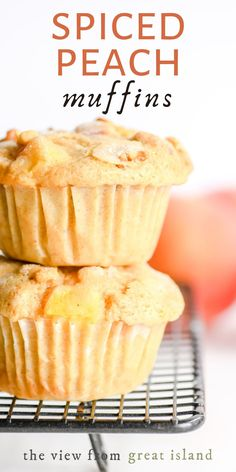 Spiced peach muffins straddle the delicious culinary line between summer and fall. Juicy nuggets of fresh peach mingle with fall spices in these warm and cozy muffins. Fruit Recipes, Muffin Recipes, Dessert Recipes, Brunch Recipes, Bread Recipes, Cupcake Recipes, Baking Recipes, Peach Muffins, Blueberries Muffins