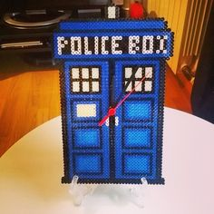 Police Box clock - Doctor Who hama beads by drakebcn