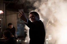 "Behind the scenes! ""Um dia na vida de Scarlett Johansson e Henry Cavill visto através da lente dupla do #HuaweiP9!! (@HenryCavillAlw1) | Twitter"