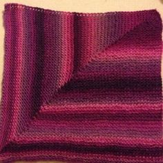 The Picot Lovey is a loom knit mitered square with a frilly picot edge. You can actually do this on any loom and with more stitches. Loom Knitting Projects, Loom Knitting Patterns, Knitting Needles, Knitting Ideas, Loom Blanket, Afghan Loom, Knitting Loom Instructions, Sock Loom, Mitered Square