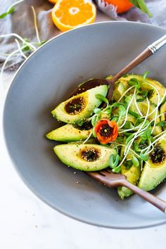 Avocado Salad with Japanese-style Ponzu Dressing- simple, delicious and vegan! Indian Food Recipes, Whole Food Recipes, Vegan Recipes, Detox Recipes, Salad Recipes, Delicious Recipes, Easy Salads, Healthy Salads, Healthy Dishes