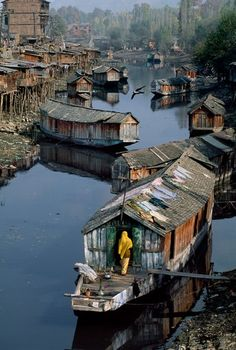 Houseboat, 1998, Kashmir, India. Photo taken by Steve McCurry.