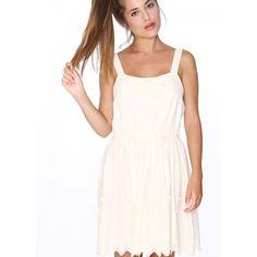 Vestido Isabel Crema - Pepaloves - Vestido de tirantes de 3 cm de ancho, lazo en el pecho. Falda de mucho vuelo ajustada a la cintura con una goma. Bordado en el bajo y lazos cosidos. Color crema