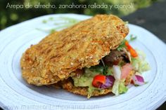 Arepa Fit de afrecho, zanahoria rallada | Mamá Contemporánea #arepasfit Skinny Lunch, Venezuelan Food, Vegetarian Recipes, Healthy Recipes, Healthy Food, Asian Recipes, Ethnic Recipes, Comida Latina, Low Calorie Recipes