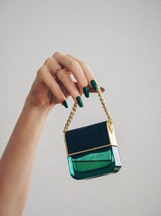 Brand Photoshoot ideas for irresistible brand full of personality. Brand Manifesto, Brand Archetypes, Pink Manicure, Marc Jacobs Bag, Photography Branding, Summer Bags, Fashion Branding, Fun Nails, Shoulder Bag