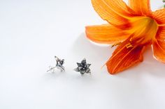 Sterling silver lily earrings by MaelleandFanny on Etsy, $105.00