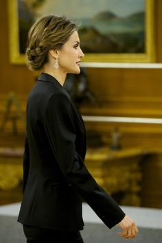 Queen Letizia of Spain Photos - Queen Letizia of Spain receives an audience a representation of the attendees the 'I International Symposium on Cancers of the Skin' at Zarzuela Palace on January 29, 2015 in Madrid, Spain. - Spanish Royals Attend an Audience