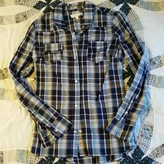 Pearl snap plaid button up Brand new I've never wore! I do bundle! Just ask Tops Button Down Shirts