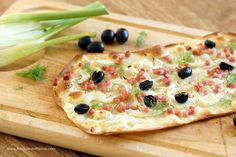 Flammkuchen mit Speck, Fenchel und Oliven / Tarte flambé with Bacon, Fennel and Olives – Flavoured with Love