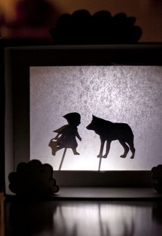 DIY shadow puppet theatre-so cute! Art Games For Kids, Shadow Theatre, Inspiration Artistique, Kindergarten Art Projects, Shadow Play, Shadow Puppets, Crafty Kids, Little Pigs, Diy Arts And Crafts