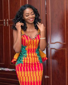 Best Ghanaian Kente Styles That Make Sense - Rendy Trendy Lace Dress Styles, African Lace Dresses, African Fashion Dresses, Kente Dress, Ankara Skirt And Blouse, Ghana Wedding, African Wedding Attire, Kente Styles, African Traditional Dresses
