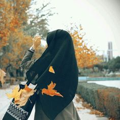 Literasi Muslim Girls, Muslim Couples, Muslim Women, Anime Muslim, Muslim Hijab, Hijabi Girl, Girl Hijab, Niqab Fashion, Muslim Fashion
