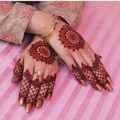 Mehndi design is one of the most authentic arts for girls. The ladies who want to decorate their hands with the best mehndi designs. Finger Henna Designs, Henna Art Designs, Mehndi Designs For Girls, Mehndi Designs 2018, Modern Mehndi Designs, Mehndi Designs For Fingers, Wedding Mehndi Designs, Mehandi Designs, Wedding Henna