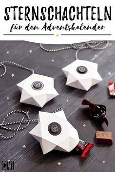 Eine einfache Anleitung, wie du Schachteln falten kannst, für einen Sternenhimmel-Adventskalender.