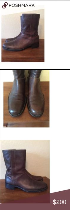 Men's Cole Haan Cowboy Zip Boots - Size 10 Cole Haan Leather Cowboy Boots with Zipper - Shoes are in excellent condition. Very well constructed. 98% of the sole remains, with normal wear. Zippers are in perfect working order. Very cool boots for casual occasions. Perfect with your favorite pair of jeans, winter or summer. Cole Haan Shoes Boots