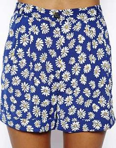Enlarge River Island Turn Up Daisy Print Short