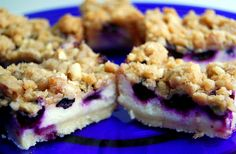Crumb Topped Blueberry-Lemon Cheesecake Bars Crust: 2 cups unbleached all-purpose flour 1 teaspoon baking powder Lemon Blueberry Bars, Blueberry Cheesecake Bars, Lemon Bars, Blueberry Recipes, Just Desserts, Delicious Desserts, Yummy Food, Yummy Treats, Sweet Treats