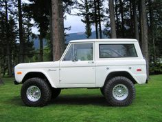 Okay, other than a FIAT, this was the best car ever: 1972 Ford Bronco, 3 speed manual on column, 4WD, 2 gas tanks...