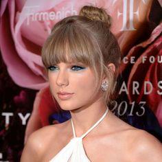 Taylor Swift's turquoise eyeliner