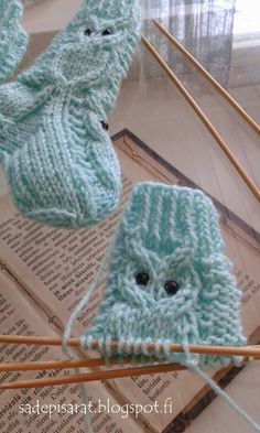 Pöllösukat vauvalle + ohje Owl socks for baby, free pattern Finnish Baby Boy Knitting Patterns Free, Owl Knitting Pattern, Knitting For Kids, Knitting Stitches, Knitting Socks, Hand Knitting, Crochet Baby Cardigan, Crochet Socks, Knitted Hats