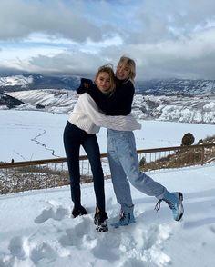 Chalet Girl, Snow Pictures, Ski Season, Best Friend Pictures, Cute Friends, Best Friend Goals, Winter Wonderland, Fashion Clothes, Fashion Fashion