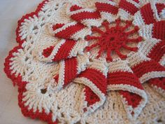 Red and White Pot Holder Vintage Potholders, Crochet Potholders, Crochet Cushions, Red And White Kitchen, Red Kitchen, Vintage Kitchen, Crochet Towel, Knit Crochet, Red And White Quilts