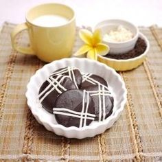Sleek, glossy ChocolateCookies -- Like a spanking brand new leather wallet, i was totally drawn into the glossy, smooth, dark surfaces of these cookies. I once had one of those gleaming, slick, leather wallet with the unblemished s... ... read more