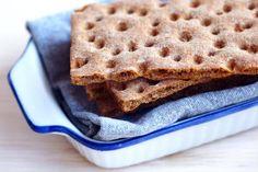 Receita de Pão Sueco. O pão sueco fica levinho e crocante; é ideal para comer com patês e queijos.