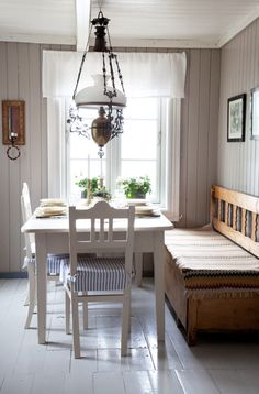 "a bit more unassuming than the grand Gustavian decors to the country east. The lamp is a nice touch (and appropriate for Norways's ""young"" constitution) Swedish Kitchen, Swedish Cottage, Cottage Style, Country Kitchen, Sweet Home, Vibeke Design, Cottage Interiors, Bedroom Vintage, Scandinavian Interior"