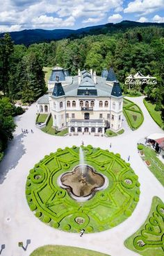Slovakia, chateau Betliar near town of Roznava, is a very popular target of tourists in Eastern Slovakia Bratislava, Places To Travel, Places To Go, Beautiful Places In The World, Czech Republic, Homeland, Amazing Nature, Hungary, Budapest