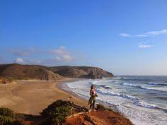 A costa alentejana é das regiões mais bonitas de Portugal e do mundo. Quem o diz é o Viajar entre Viagens. Estes títulos são sempre muito relativos mas a verdade é que para estes dois viajantes, habituados a visitar praias e recantos espalhados pelos quatro cantos do planeta, a beleza da costa alentejana não encontra …