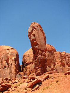 Soubor:The Thumb (a spire in Monument Valley).jpg