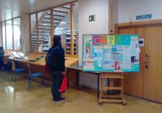 Antena Informativa del Centro de Información Juvenil del Ayuntamiento de Zaragoza (CIPAJ) en la Biblioteca de Humanidades María Moliner de la Universidad de Zaragoza. Febrero 2017.