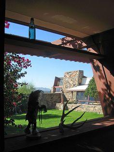 Frank Lloyd Wright& winterhuis en -studio uit 1937 u . Frank Lloyd Wright Buildings, Frank Lloyd Wright Homes, Spanish Modern, Usonian, Architecture Images, Japanese Architecture, Sustainable Architecture, Landscape, Studio