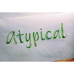 #LaLigaPide mejor serie del 2017.. y la mía es @atypicalnetflix de @netflixlat porque nos muestra un mundo diferente que viven otras personas y porque hace reír y mil cosas más se las recomiendo totalmente !  #LigaDeLetteringCL #handwriting #calligraphy #brushpen #cleancolor #kuretake #caligrafía #tvshow #atypical #netflix #2017