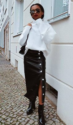 91ec0bcc2f2c fashion trends | white sweatshirt bag black leather skirt boots Ботинки Под  Юбку, Черные Кожаные