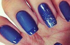 Uñas decoradas color azul, uñas decoradas color azul acrilicas. Únete al CLUB, síguenos! #uñascolor #colornailart #uñasconbrillo