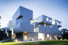 The Visual Arts Building at the University of Iowa is a new, facility providing 11,700m2 of loft-like space for all visual arts media, galleries, faculty offices, an outdoor rooftop studio and teaching spaces. The building's structure is composed of reinf