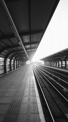 BW Train Station ★ Find more Black & White Android + iPhone Wallpapers @prettywallpaper
