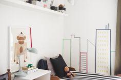 chambre enfant avec immeubles et gratte-ciel en masking tape