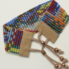 a step-by-step tutorial on looming and bead weaving including ends!!