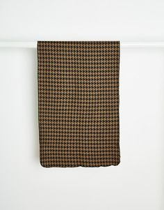 """Scarf by Reclaimed Vintage Textured, wool-mix knit Straight cut Machine wash 40% Polyester, 40% Wool, 10% Acrylic, 10% Other Fibres Length: 148cm/58"""" Width: 52cm/20"""" Products vary due to reclaimed nature Exclusive to ASOS"""