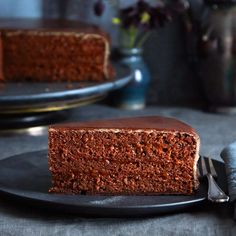 The Sacher Cake is one of the most famous Viennese culinary specialties. Homemade Desserts, Homemade Cakes, German Baking, Bean Cakes, Austrian Recipes, Rum Cake, Occasion Cakes, Food Menu, Yummy Cakes