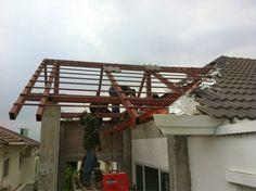 รับเหมาก่อสร้าง ต่อเติม รับสร้างบ้าน Front Service ช่วยท่านได้: งานต่อเติมหลังคาด้านหลังบ้าน