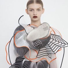 Merging influences from digital waves to classical Greek sculpture, Israeli fashion designer Noa Raviv @noa_raviv creates distorted grid patterns on her textiles, resulting in amazing optical illusions #womenswearwknd by @laura_wgsn #noaraviv #SculptedWaves