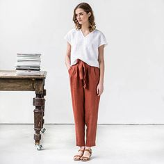 Linen top in V neck MALTA/ Washed linen shirt / available in 37 colors Boyfriend Pants, Simple Style, My Style, Work Attire, Work Outfits, Linen Pants, Linen Fabric, How To Wear, Portrait Inspiration
