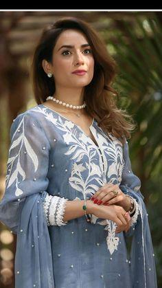 Party Wear Indian Dresses, Pakistani Fashion Party Wear, Designer Party Wear Dresses, Indian Fashion Dresses, Indian Designer Outfits, Beautiful Pakistani Dresses, Pakistani Dresses Casual, Pakistani Dress Design, Stylish Clothes For Women