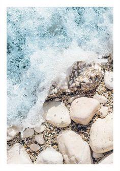 Rocky sea shore poster - 21x30